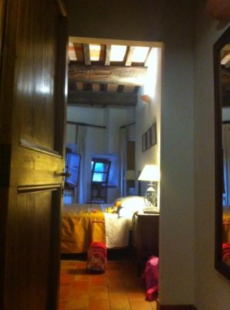 """La Country House Il Vecchio Fienile: camera da letto dell 'appartamento """"Girasole"""""""