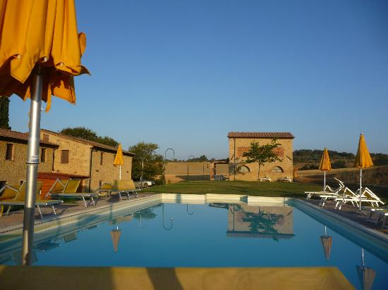 Agriturismo San Carlo: pool - house -