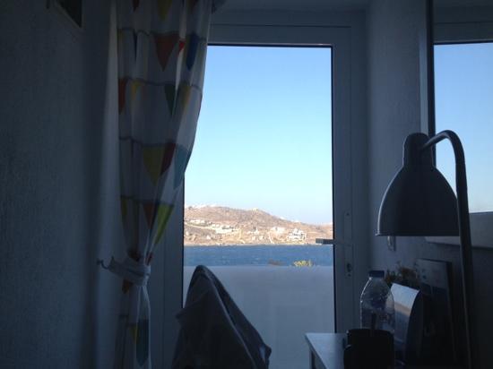 Orpheas Rooms : vue depuis le lit