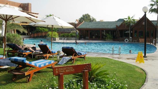 Dubai Marine Beach Resort and Spa: Piscina