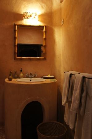 La Taverna Suites: salle de bain