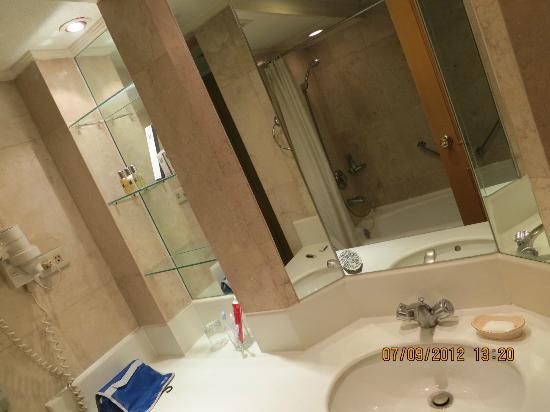 هيريتاج هوتل - مانيلا: Bathroom 