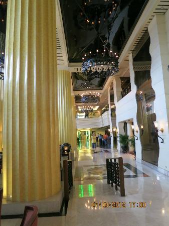 The Heritage Hotel Manila: Lobby
