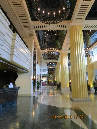 The Heritage Hotel Manila: Hotel Lobby