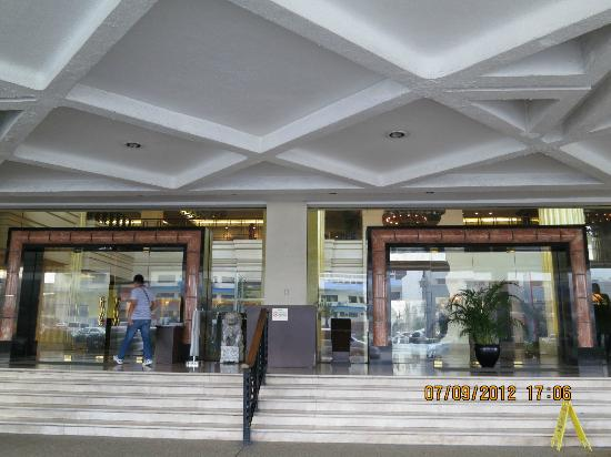 The Heritage Hotel Manila: Front door of hotel