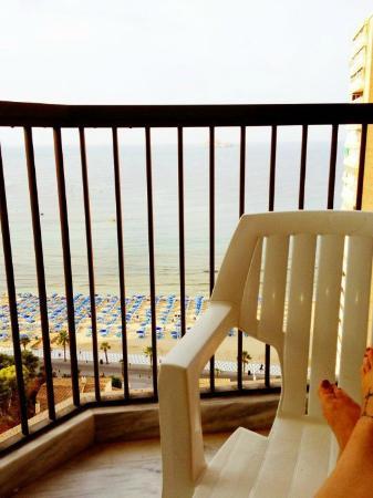 Apartamentos Oasis Benidorm: Sitting on the balcony