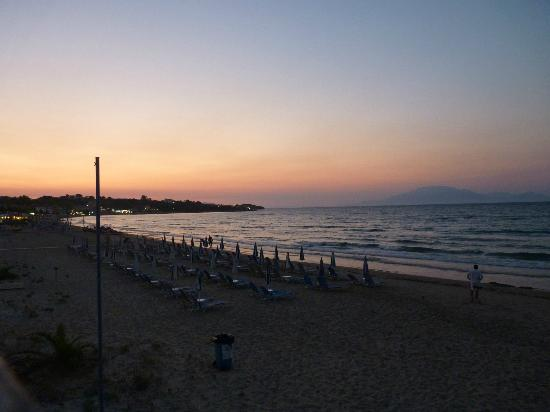 The Lesante Luxury Hotel & Spa: Tsilivi beach at sunset