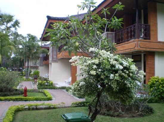 The Jayakarta Bali Beach Resort: units adjacent