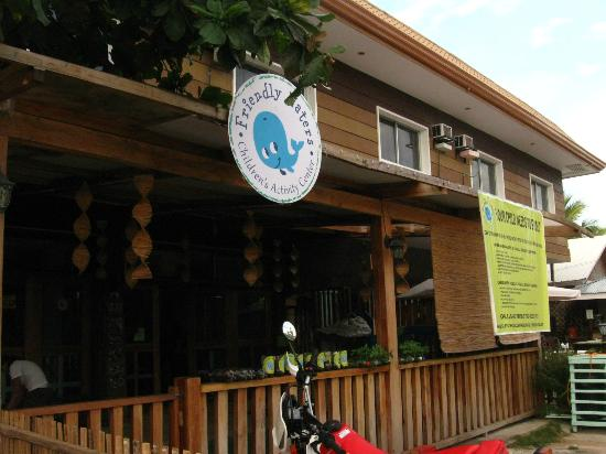 L'Elephant Bleu Cottages: The kids activity center also housed in the resort building