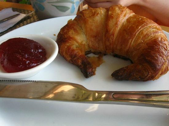 L'Elephant Bleu Cottages : I think they bake their own croissants