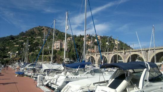 Hotel l'Esterella : Die Häfen rund um Agay sind sehenswert