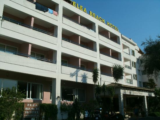Elea Beach Hotel: Front of the hotel