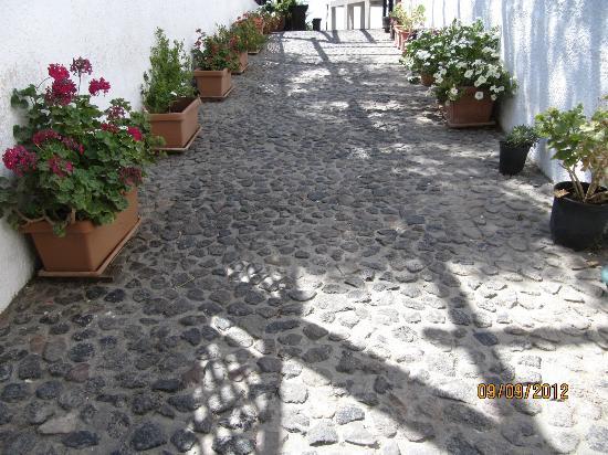 Gavalas Winery: walkway