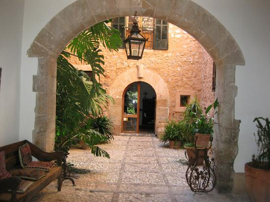 Son Bleda: the spectacular courtyard