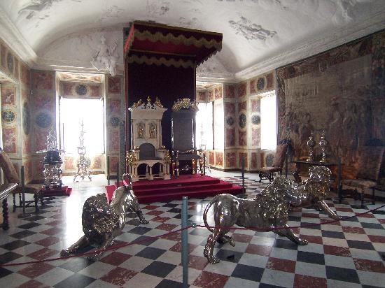 Schloss Rosenborg: il trono di denti di narvalo
