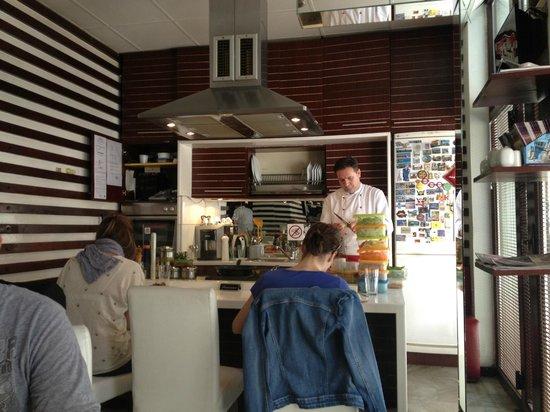 Mala Kuhinja : La cucina
