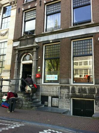 Stayokay Hostel Amsterdam Stadsdoelen: Hostel Exterior
