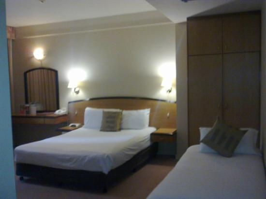 Quality Hotel Ambassador Perth: Room