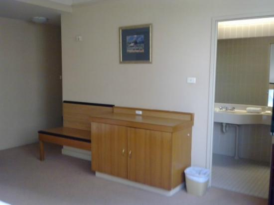 Perth Ambassador Hotel: Room