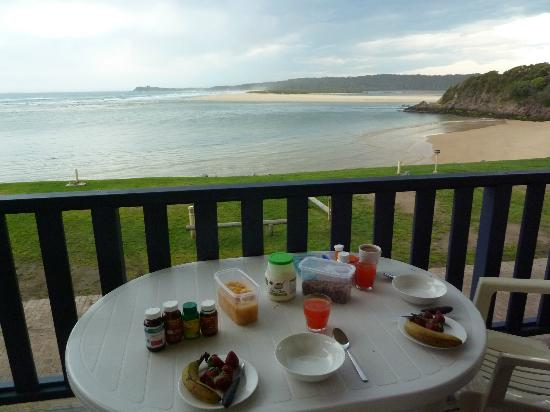 Tuross Beach Holiday Park: Breakfast view