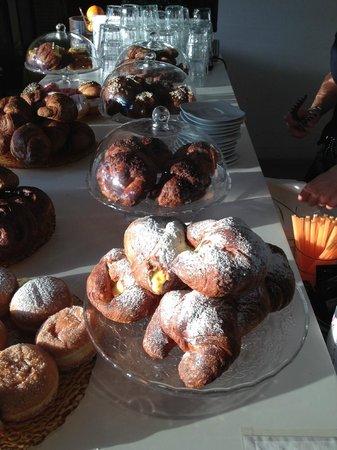 Mya : ...e tutti i giorni dalle 07:30 buffet colazioni