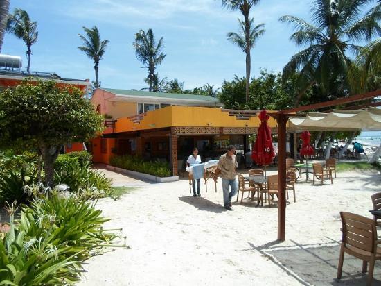 Cocoplum Beach Hotel: Frückstücksbereich
