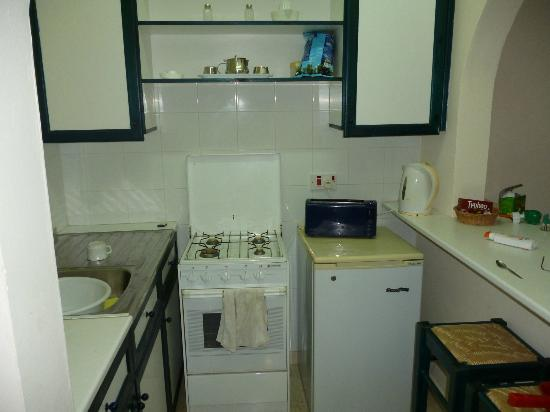Pandream Hotel Apartments: well equipped kitchen