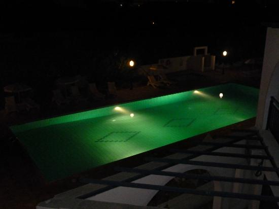 Pandream Hotel Apartments: pool by night