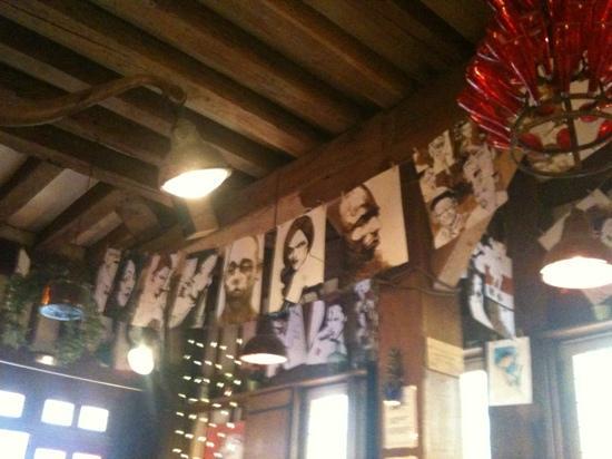 le Cafe cult: la plafond