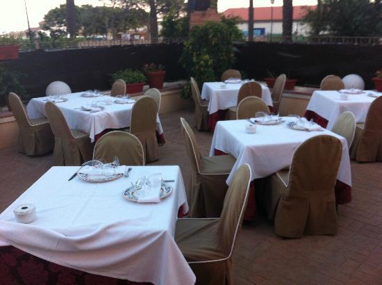 La Casa del Reloj: Alfresco dining