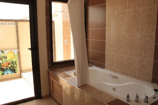 Jacuzzi en el cuarto de baño  Picture of Melia Buenavista, Cayo Santa Maria  -> Cuba De Banheiro Jacuzzi