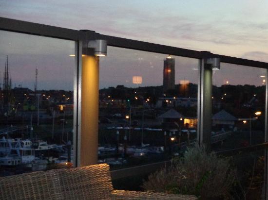 WestCord Hotel Schylge: Uitzicht bij invallende duisternis vanaf hotel terras