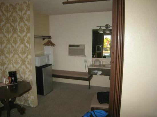 The Lewis & Clark Motel of Bozeman: vanity showing refrigerator and microwave