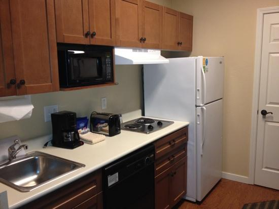 HYATT house Fishkill/Poughkeepsie: kitchen with full size fridge
