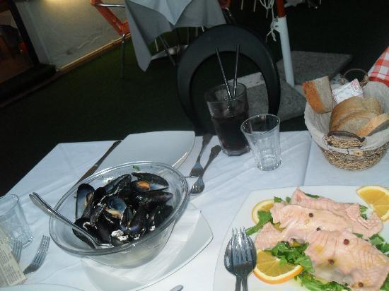 أورانج هوتل: Orange Salmon 