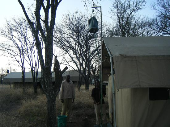 Dunia Camp, Serengeti: filling the bucket