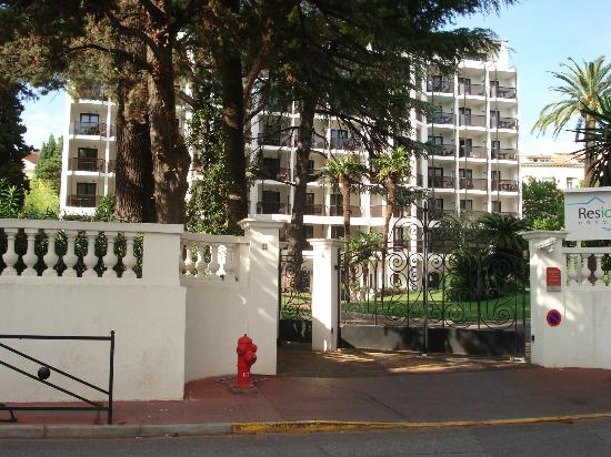 Resideal Premium Cannes : This gate is 150m from the beach