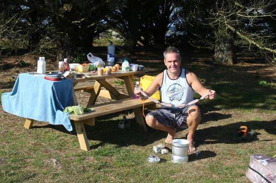 Garrison Campsite & Holiday Cottages: Loads of Picnic benches