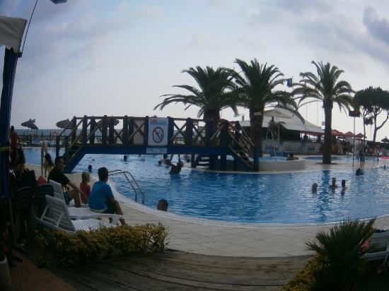 Tahiti Playa Hotel: swimming pool side bar