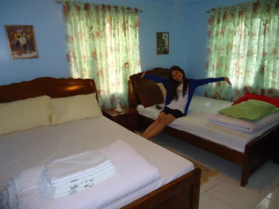 Residencia de Salvacion: Our room's located near the living room.