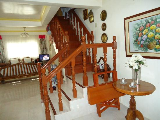 Residencia de Salvacion: Stairs going to the 2nd floor