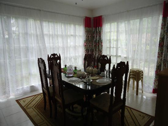 Residencia de Salvacion: Dining area.