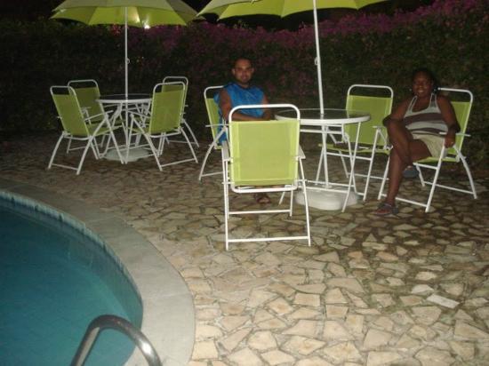 Divi-Divi Praia Hotel: À noite na área da piscina