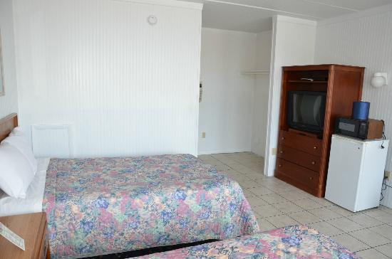 Sea Cove Motel: Room with 2 Doubles