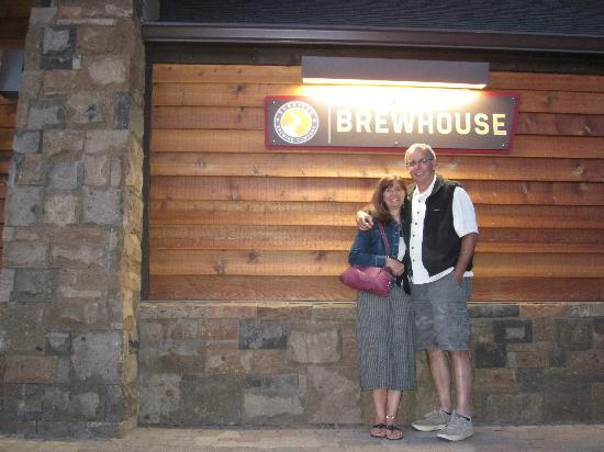 Sunriver Brewing Company: Two Satisfied Diners