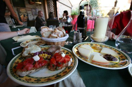 Antico Travaglio - Osteria Gelateria: pecorino cheeses with honey/jam & bruschetta platters