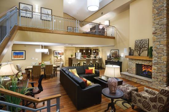 ClubHouse Hotel & Suites : Regency Grand Suite