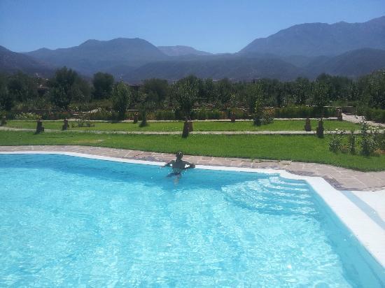 Hotel Tatfi: une plogée dans la piscine avec vue panoramique