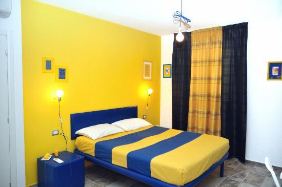 Rosso Di Sera Yellow Blue Room