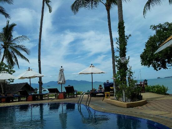 Lawana Resort: Pool & the beach